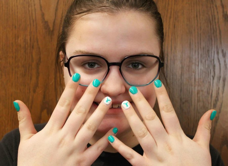 Junior+Emily+Wachter+poses+with+her+nails+which+are+decorated+with+Tourette%27s+awareness+colors+and+art.+